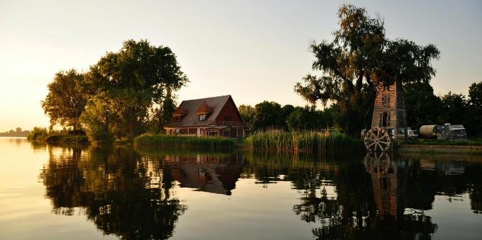 Condomínios fechados: casa de campo frente ao lago