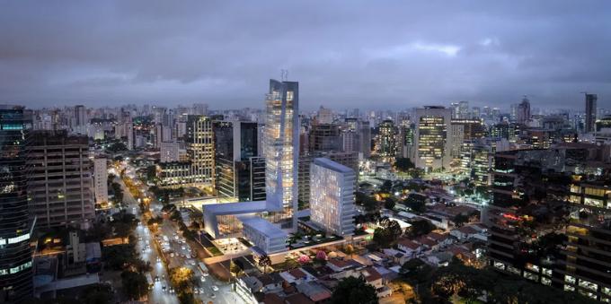 Vista aérea noturna de Itaim Bibi, com prédios com as luzes acesas