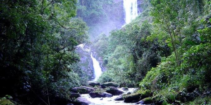 Cachoeiras escondidas na Mata Atlântica em Paraty