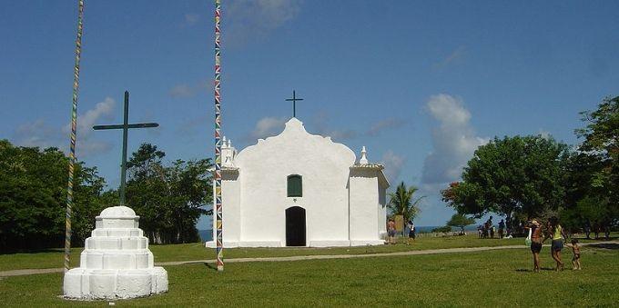 Litoral sul da Bahia: vista da fachada da Igreja de São João Batista
